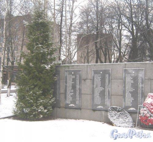 Лен. обл., Выборгский р-н, г. Приморск. Братское захоронение. Фото 7 декабря 2013 г.