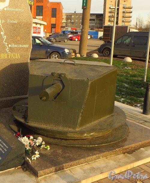 Бронированная огневая точка (БОТ) типа «Ижорская башня», установленная в комплексе памятный знак «Оборона Ленинграда» в городе Никольское. Фото 26 октября 2014 года.