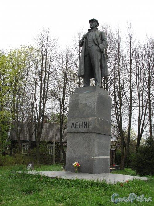 Памятник В.И. Ленину в Парголово на перекрестке Выборгского шоссе и улицы Ломоносова. Фото май 2014 г.