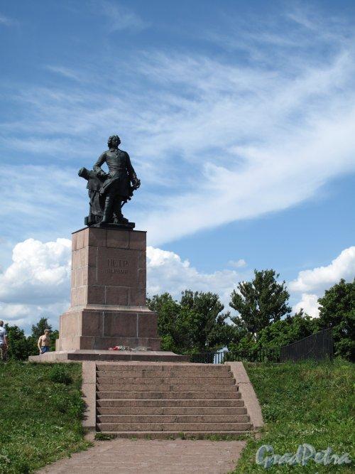 г. Выборг. Памятник Петру I в Петровском парке. Фото июль 2009 г.