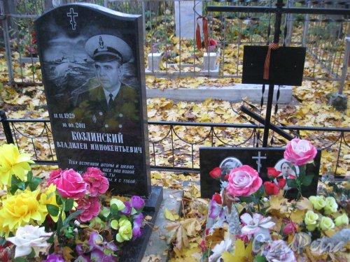 Г. Ломоносов, Мартышкинское кладбище. Захоронение В.И. Козлинского. Фото 16 октября 2014 г.