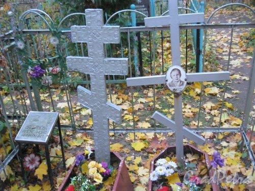 Г. Ломоносов, Мартышкинское кладбище. Одно из захоронений. Фото 16 октября 2014 г.
