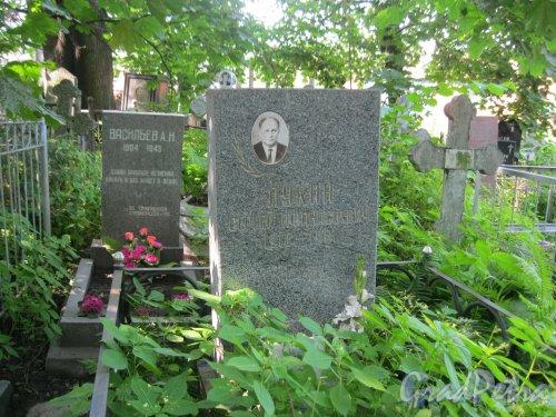 Красненькое кладбище. Захоронение А.Н. Васильева и С.А. Лукина. Захоронение находится у входа на Красненькое кладбище. Фото 6 августа 2015 г.