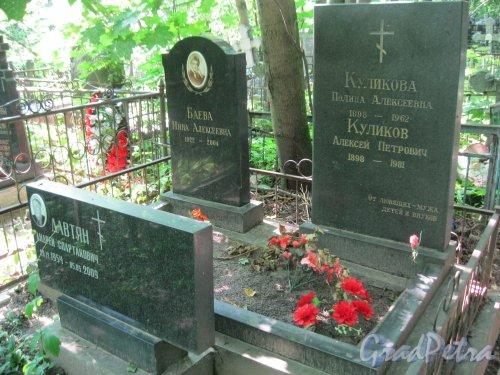 Красненькое кладбище. Захоронение Н.А. Баевой, П.А. и А.П. Куликовых, А.С. Давтяна. Фото 6 августа 2015 г.