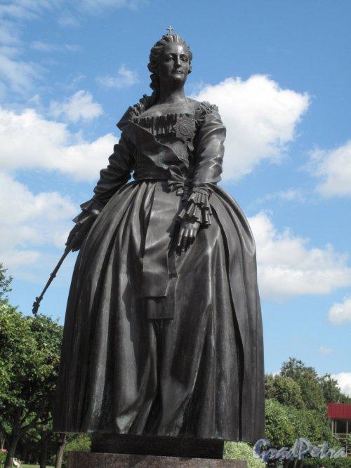 Памятник Екатерине II в Царском Селе (Пушкинская ул., 28-32), 2011-14, ск. В.Э. Горевой. Фигура Екатерины. фото август 2014 г.