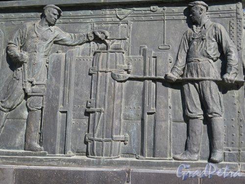 Памятник С.М. Кирову в г. Волхов, 1937, ск. Н.В. Томский. Барельеф. фото август 2014 г.