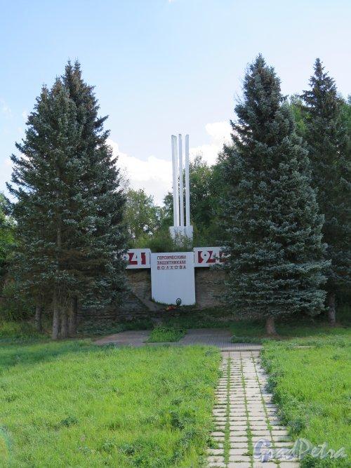 Памятник «Героическим защитникам Волхова» 1970. (автор И.Н. Гордин). Общий вид. фото 2014 г.