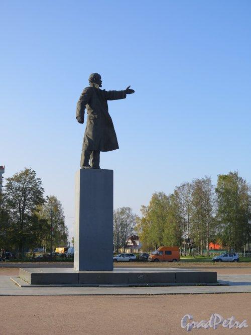 Памятник В.И. Ленину в г. Кировск. Фото сентябрь 2014 г.