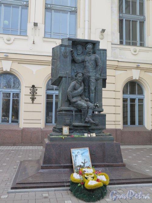 Памятник Воинам 1-й мировой войны у Витебского вокзала. Общий вид. фото март 2015 г.