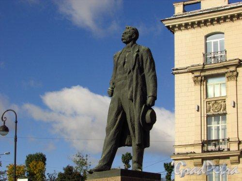 Памятник Максиму Горькому. Фото 8 сентября 2016 года.
