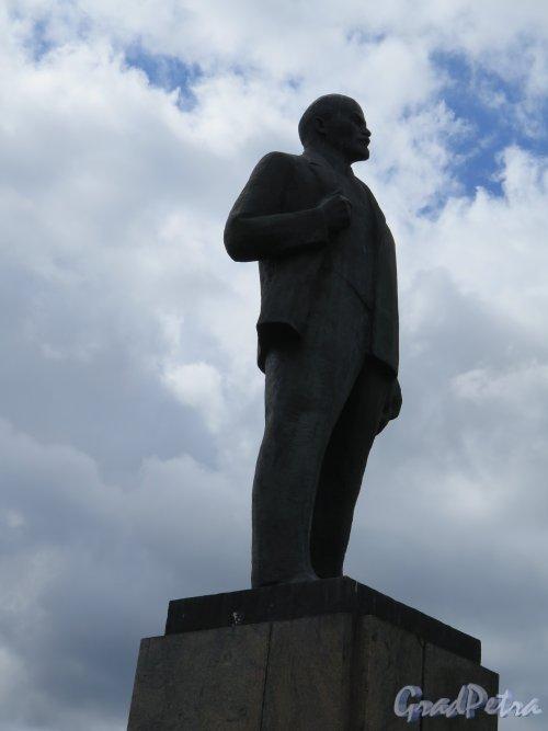 Памятник В.И. Ленину в городе Лодейное поле. Анфас. фото май 2015 г.