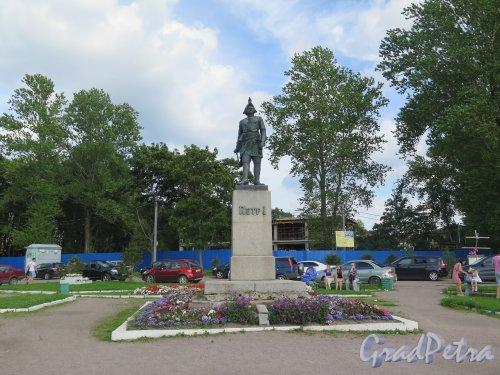 Памятник Петру I в Шлиссельбурге, по модели М.М. Антокольского, 1872, установлен в 1957 г. Адрес: Шлиссельбург, у входа в Петровский (Староладожский) канал.