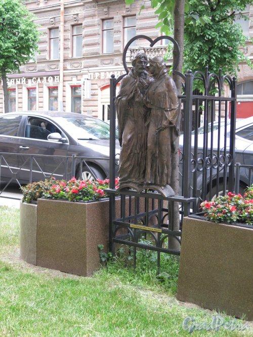 Памятник «Святые благоверные Пётр и Феврония Муромские». Адрес: ул. Чайковского, д. 22. фото июнь 2016 г.