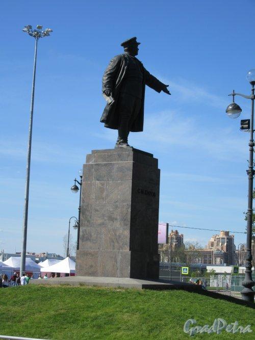 Памятник С.М. Кирову в Приморском парке Победы, 1950. Общий вид сбоку. фото май 2018 г.