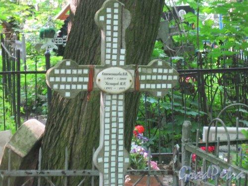 Красненькое кладбище. Захоронение М.П. Комарова и К.Н. Сапожникова. Фото 6 августа 2015 г.