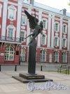 Памятник Универсанту («Крылатый гений»), 2006-2007, ск. М.В. Белов, арх. В. Цехомский, констр. Е.И. Белова. Общий вид. фото июнь 2018 г.