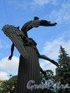 Памятник Универсанту («Крылатый гений»), 2006-2007, ск. М.В. Белов, арх. В. Цехомский, констр. Е.И. Белова. Вид фигуры сзади. фото июнь 2018 г.