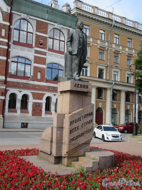 Памятник В.И. Ленину (Большой пр., ВО., у д. 55)