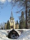 Шуваловский парк, д. 41. Церковь св. Апостолов Петра и Павла и «Склеп Адольфа». Фото апрель 2012 г.