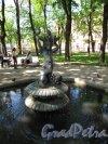 Введенский сад. Фонтан в створе здания Военно-Медицинского музея. Фронтальный вид.Фото май 2014 г.