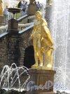 """Нижний парк (Петергоф). Большой Каскад. Статуя """"Орел и Ганимед"""". Фото август 2014 г."""