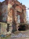 Луговой парк. Розовый павильон, 1845-1848, арх. А.И. Штакеншнейдер. Развалины портала. фото май 2016 г.