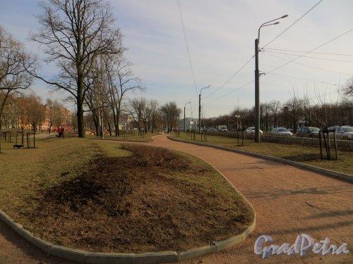 Перспектива Опочининского сада вдоль Наличной улицы. Фото 11 апреля 2014 года.