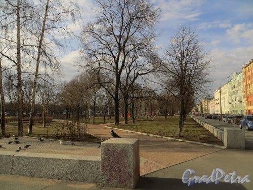 Вход в Опочининский сад со стороны перекрестка Опочининой улицы и Большого проспекта В.О. Фото 11 апреля 2014 года.