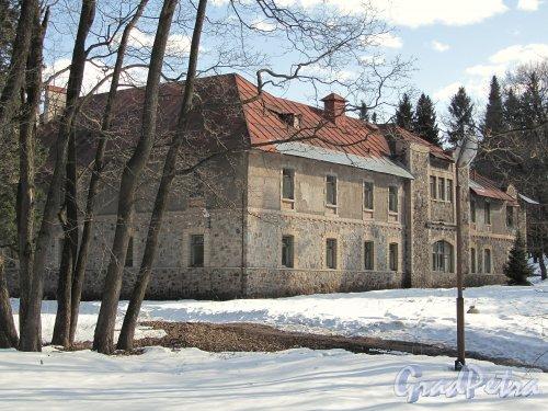 Шуваловский парк, д. 1, лит. В. Общий вид. Фото апрель 2012 г.
