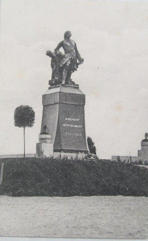 Памятник Петру I в Петровском парке города Выборга. Фото начала XX века.