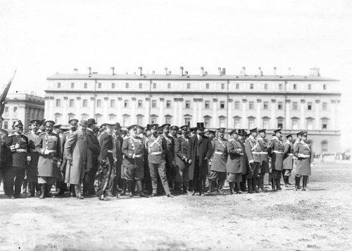 Группа чинов полиции - участников смотра на Марсовом поле в день 10-летия конно-полицейской стражи. Фото 11 июня 1908 года.