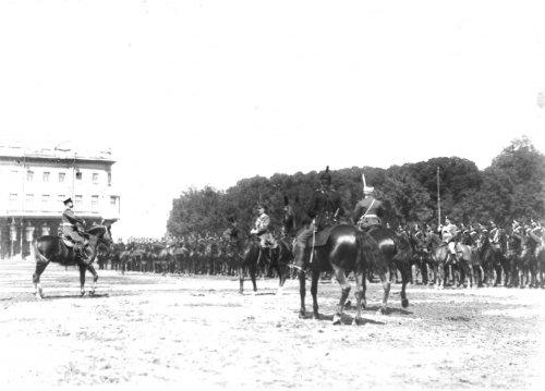 Личный состав стражи перед началом смотра на Марсовом поле в день 10-летия конно-полицейской стражи. Фото 11 июня 1908 года.