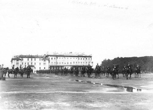 Участники смотра на Марсовом поле в день 10-летия конно-полицейской стражи. Фото 11 июня 1908 года.