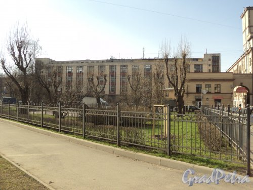 Сквер без названия № 13020 на на пересечении Левашовского пр., Чкаловского пр. и Плуталовой ул. Фото 25 апреля 2011 года.