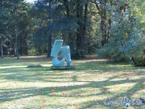 Ботанический сад, Скульптура на аллеях сада. фото сентябрь 2014 г.