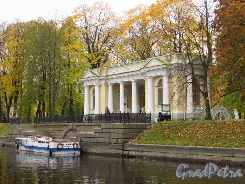 Павильон Росси в Михайловском саду. Вид со стороны реки Мойки. Фото 20 октября 2016 года.