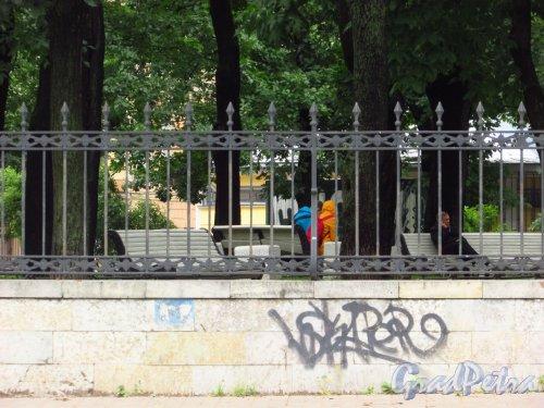 Ограда Введенского сада. Фото 8 июля 2016 года.