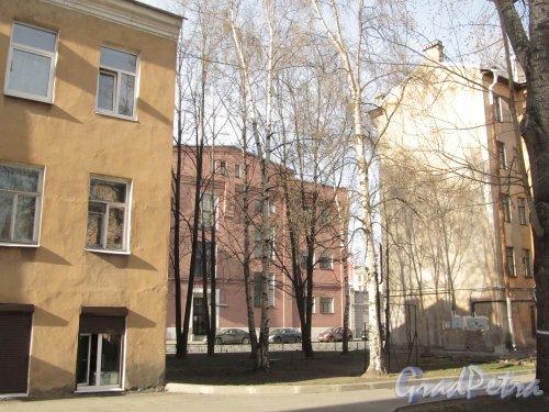 Сквер без названия № 2240 на Железноводской улице между домом № 10 и домом № 12. Фото 30 апреля 2012 года.