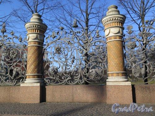 Фрагмент решетки Сада со стороны наб. канала Грибоедова. фото апрель 2015 г.