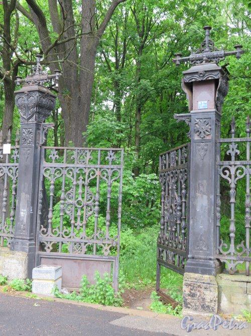 Летний сад (Кронштадт). Боковые ворота. 1872-73 г., арх. В.В. Виндельбандт. фото июнь 2015 г.