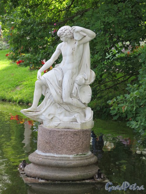 Верхний парк (Ораниенбаум). Статуя «Иона», 18 в., неизв. ск. фото август 2015 г