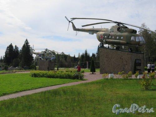 Парк Авиаторов в пос. Агалатово (Всеволожский район). Вертолетная площадка. фото август 2016 г.