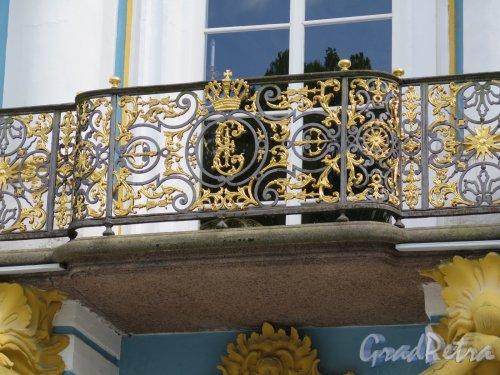 Екатерининский парк (Пушкин). Павильон «Эрмитаж». Решетка центрального балкона. фото май 2016 г.