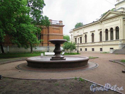 Алексеевский сад, Фонтан в саду, 1885 г., арх. М.Е. Месмахер. фото июль 2017 г.