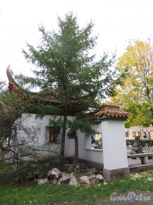 Сквер Дружбы. Пагода Дружбы вид сбоку. фото октябрь 2017 г.