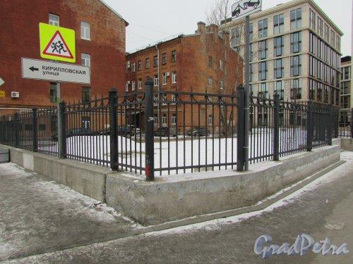 сквер без названия № 18196 на улице Моисеенко западнее дома 18 ( 0,1 га). Фото 2 марта 2019 года.