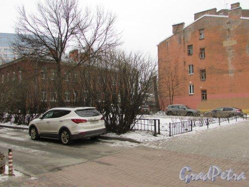 Сквер без названия №  18047 на ул.Александра Невского, д.7 (правая часть). Фото 2 марта 2019 года.