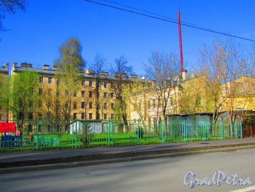 Сквер без названия №  2239 на Железноводской ул. между домом 12 и домом 14. Фото 1 мая 2016 года.
