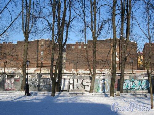 Сад Сан-Галли (Лиговский пр., 60-62-Ул. Черняховского, 62). Вид из сада на территорию бывш. завода Сан-Галли. фото февраль 2018 г.