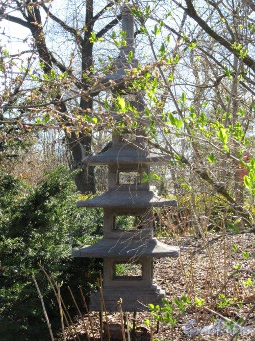 Ботанический сад. Участок Японский садик. Декоративная Пагода. фото май 2018 г.